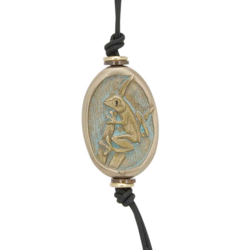 Tree Frog Amulet Zipper Pull : The reverse side features the frog's footprints.